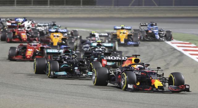 F1, GP Bahrein 2021: lo spettacolo c'è, le regole restano da chiarire