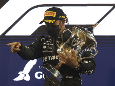 VIDEO F1, GP Bahrain 2021: highlights e sintesi. Hamilton vince la battaglia con Verstappen. Leclerc 6°