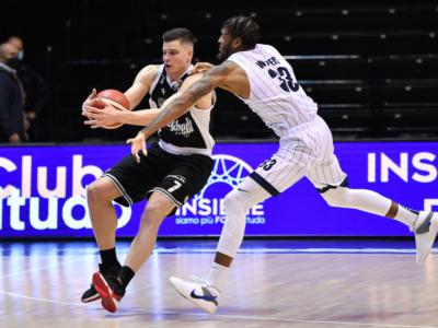 LIVE Virtus Bologna-Fortitudo Bologna 81-73 Serie A basket in DIRETTA: Belinelli 23 punti, V nere vittoriose nonostante i 24 di Baldasso e Banks