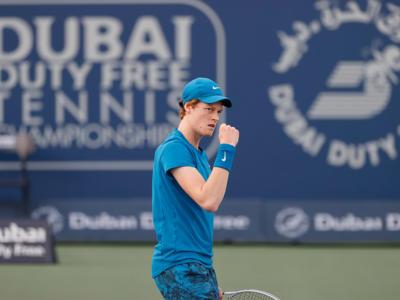 """Tennis, Jannik Sinner: """"Sono molto felice di aver vinto un match così difficile, importante rimanere con la testa in partita"""""""