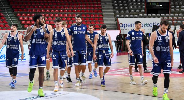 Basket: rinviata la sfida tra Dinamo Sassari e Trento, casi di Covid-19 tra i sardi e quarantena imposta