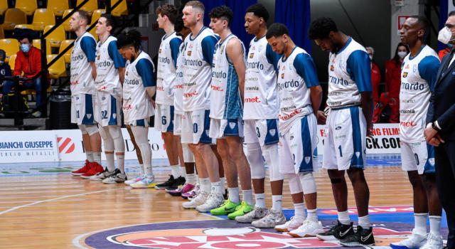 Basket: Cantù, casi di Covid-19 nel gruppo squadra, ma il derby con l'Olimpia Milano si gioca comunque