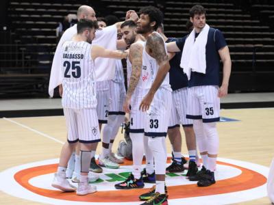 Basket: Fortitudo Bologna, stipendi bloccati per prestazioni deludenti. Acque caldissime in casa biancoblu