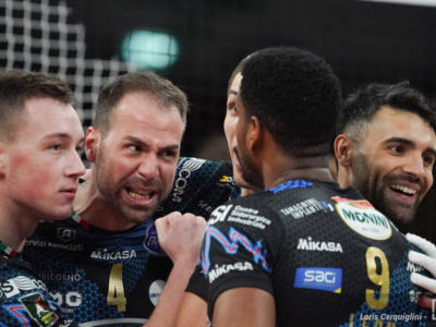 Volley Superlega, Perugia batte Monza al tie-break e conquista Gara-1. Leon incontenibile