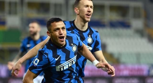 Calcio, Alexis Sanchez decide la sfida del Tardini: Inter sempre più in fuga