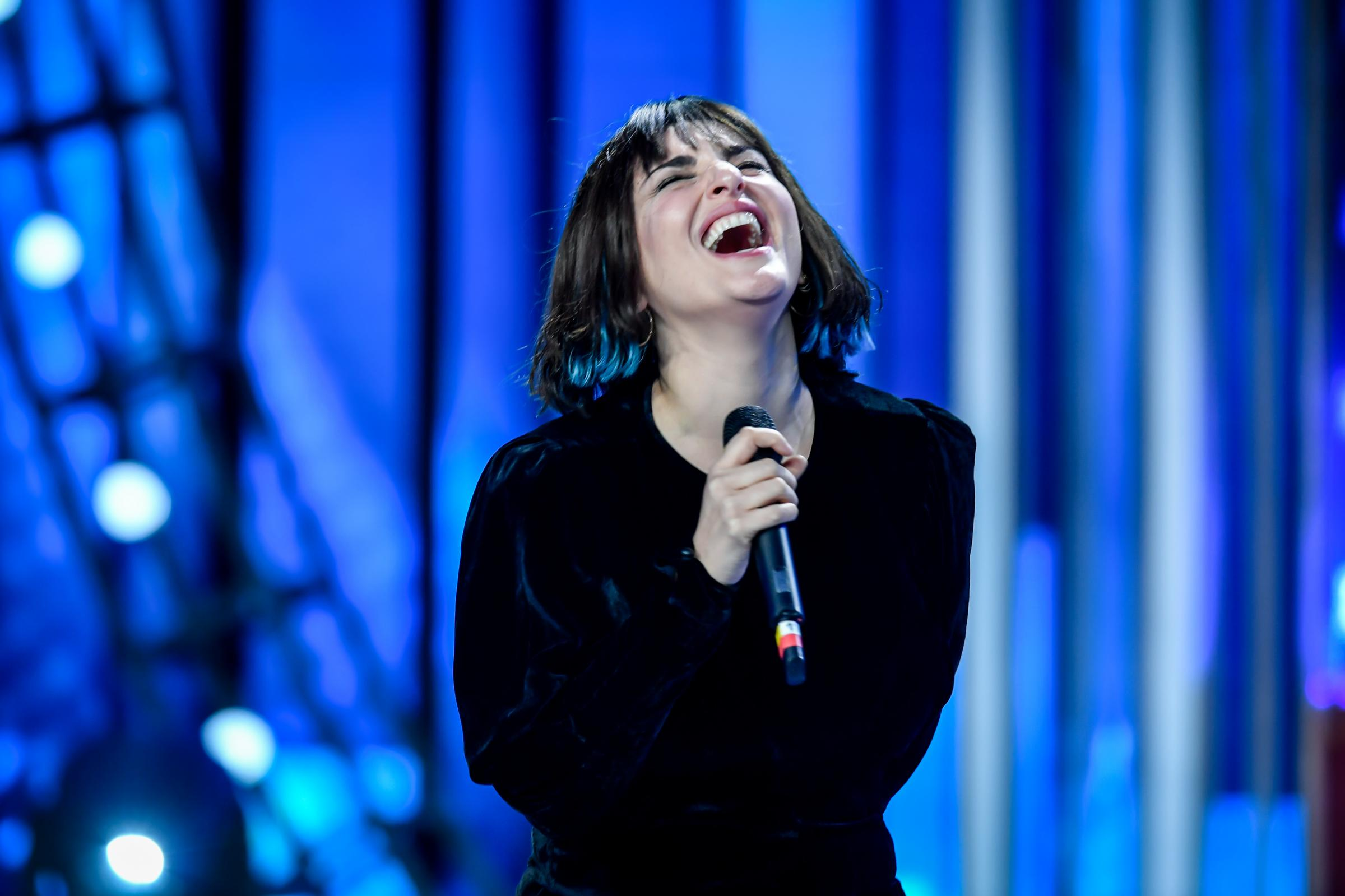 LIVE Sanremo 2021 in DIRETTA: emoziona Arisa e infiamma Ghemon, Annalisa punta in alto!