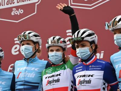 Strade Bianche femminile, Elisa Longo Borghini si arrende solo a Chantal Blaak. Marta Cavalli protagonista