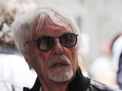"""F1, Bernie Ecclestone sull'incidente a Silverstone: """"Hamilton meritava 30″ di penalità, era dietro a Verstappen"""""""