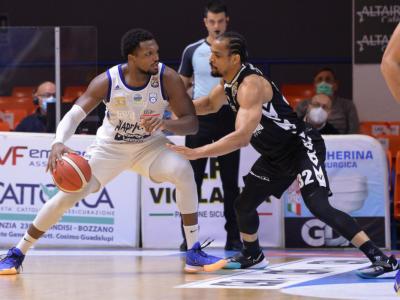 Basket, Serie A 2021: Brindisi batte la Virtus Bologna, Reggio Emilia travolta da Trieste