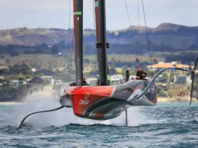 VIDEO Team New Zealand veleggia nel Golfo di Hauraki. Che velocità con vento sostenuto!
