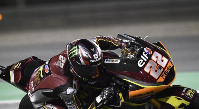 Moto2, Sam Lowes fa suo il GP del Qatar, Di Giannantonio è terzo dopo un bel duello con Bezzecchi