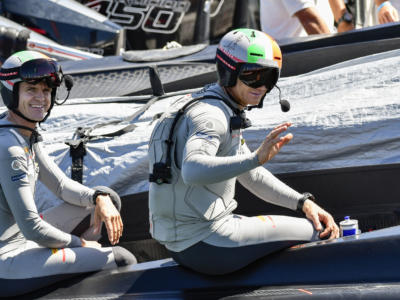 James Spithill scuffia al SailGP. Incidente con Francesco Bruni, poi la barca si ribalta – VIDEO
