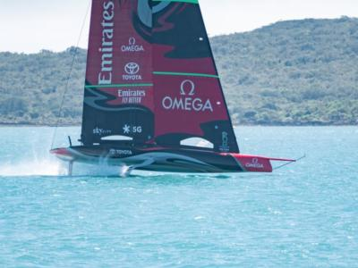 VIDEO Team New Zealand, allenamento 5 marzo con vento 14-18 nodi. Luna Rossa osserva