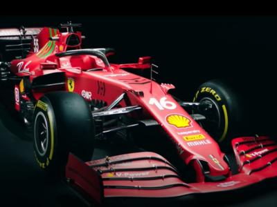 """F1, presentata la nuova Ferrari SF21: tanto lavoro sul retrotreno. Elkann: """"Gareggeremo con lo spirito vincente di Enzo"""""""