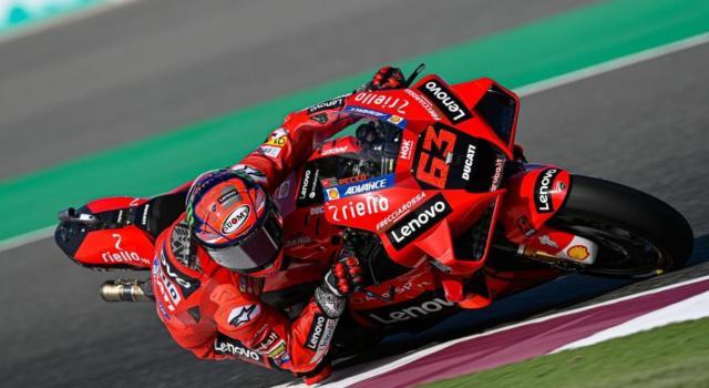 """DIRETTA MotoGP, GP Doha 2021 LIVE: Valentino Rossi 14° ammette: """"Sono in grande difficoltà"""", ottimi Miller e Bagnaia"""