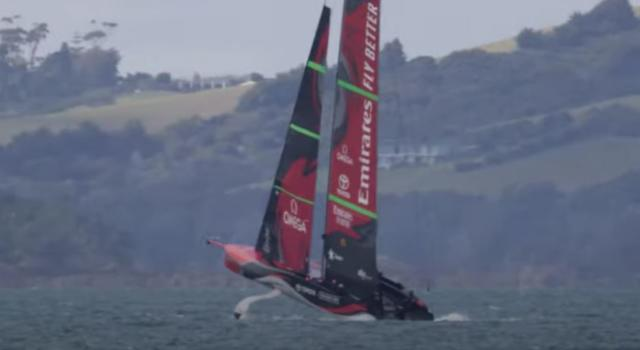VIDEO Team New Zealand impenna in allenamento! Te Rehutai si solleva a prua e spancia sull'acqua!