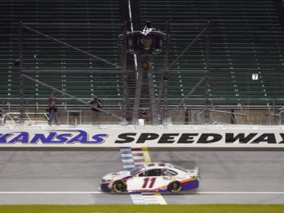 NASCAR, Denny Hamlin e Brad Keselowski cercano il tris in Kansas