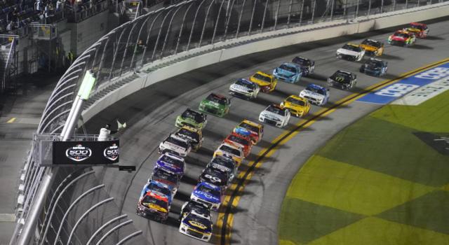 NASCAR, 400 giri nella Monster Mile