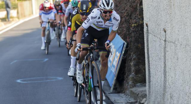 Giro di Svizzera 2021, Julian Alaphilippe non ripartirà oggi. L'iridato torna in Francia per assistere alla nascita del figlio