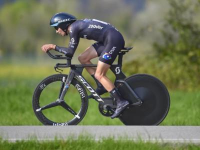 Ciclismo, il Team DSM parteciperà al Tour of the Alps con Bardet e Hindley