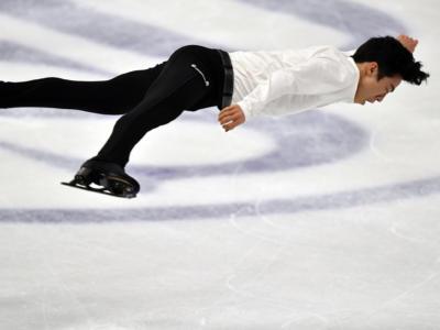 Pattinaggio artistico: Chen vince lo short maschile al World Team Trophy, secondo Hanyu. Qualche errore per Grassl