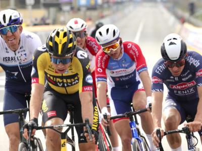 Amstel Gold Race, la foto del fotofinish tra Van Aert e Pidcock. Questione di millimetri
