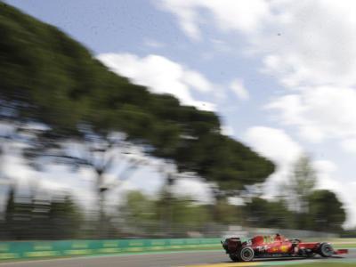 Griglia di partenza F1, GP Imola: pole n.99 per Hamilton, 4° Leclerc. Sainz in sesta fila!