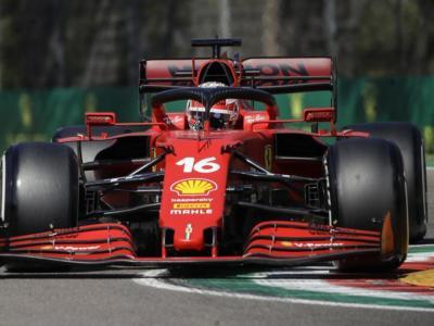 F1, Ferrari vicina alle Mercedes in FP2 a Imola. Leclerc ottimo sul passo, poi l'incidente. Guida Bottas