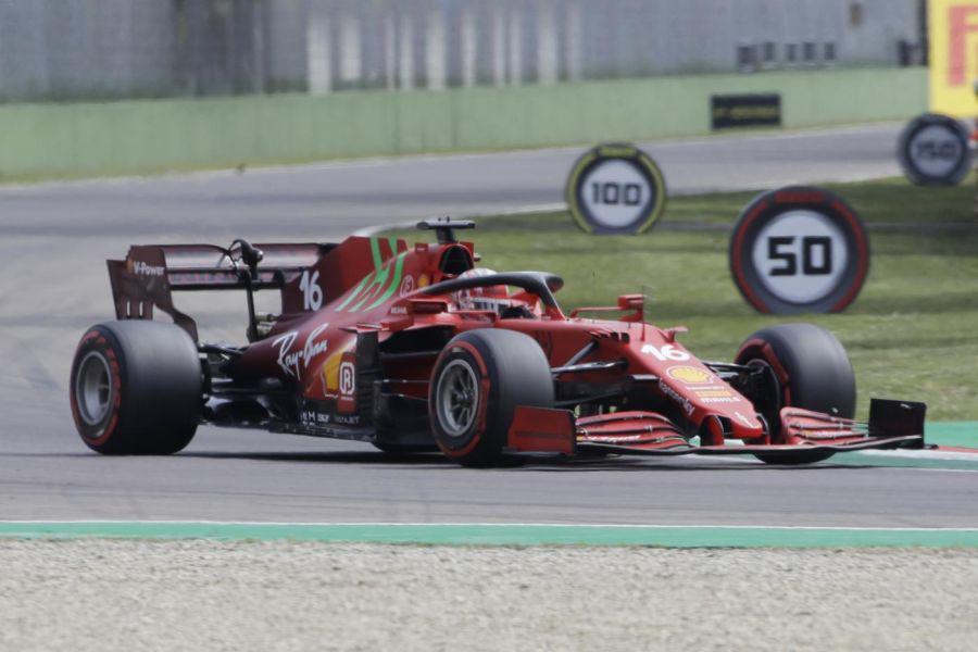 LIVE F1, GP Imola in DIRETTA: Hamilton va a riprendere Verstappen. Ferrari solida: 3° Leclerc, 6° Sainz
