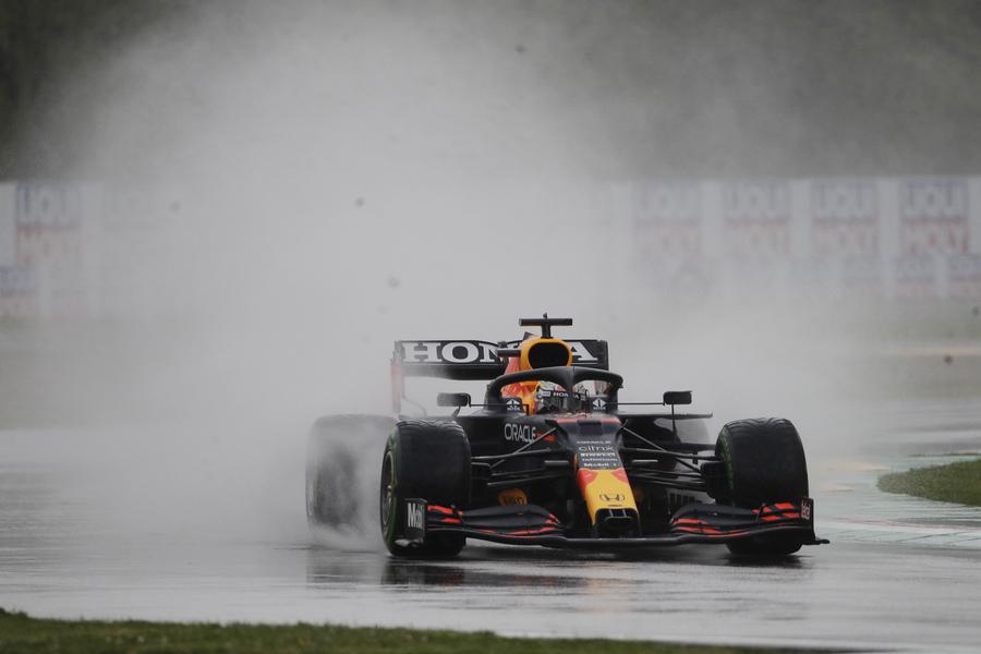 F1, GP Imola 2021. Trionfa Verstappen. Hamilton sbaglia, ma è secondo. Per la Ferrari 4° Leclerc e 5° Sainz