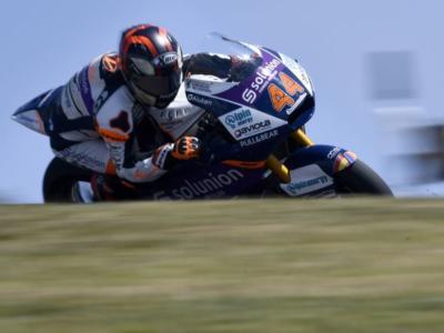 Moto2, Canet svetta sul bagnato nel warm-up del GP di Francia. Bene gli italiani, Manzi 2° e Bezzecchi 4°