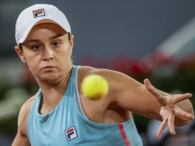 WTA Madrid 2021: Svitolina spreca sei match point e Teichmann la elimina. Forfait Muguruza, avanti Barty e Swiatek