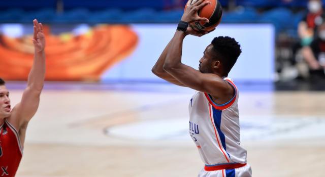 Basket, Playoff Eurolega 2021: l'Efes spazza via il Real Madrid in gara-1