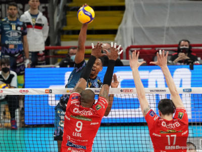 LIVE Civitanova-Perugia 2-3, Finale Superlega volley in DIRETTA: la Sir vince una battaglia e riapre la serie!