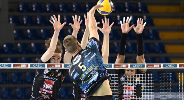 Volley, Perugia batte Civitanova al tie-break e pareggia la Finale Scudetto! 1-1, battaglia apertissima