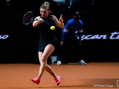 WTA Stoccarda 2021, risultati 23 aprile: Halep liquida Alexandrova, tre battaglie negli altri quarti