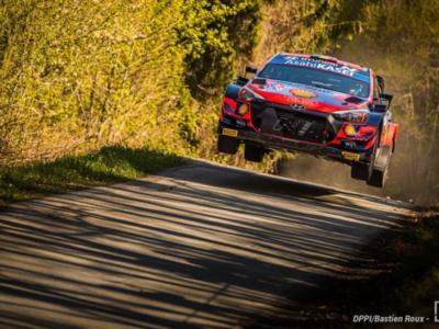 Rally Croazia 2021: Thierry Neuville al comando dopo 8 speciali davanti a Ogier ed Evans. Ritiro per Rovanpera
