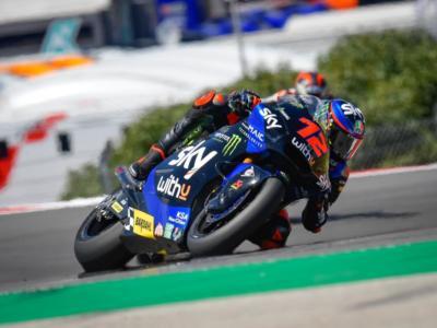 LIVE Moto2, GP Spagna 2021 in DIRETTA: Lowes guida il gruppo dopo la FP2. Bezzecchi quarto nella combinata