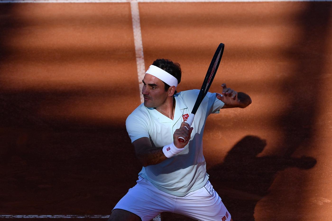 VIDEO Roger Federer si allena sulla terra rossa: lo svizzero pronto a rientrare nell'ATP di Ginevra