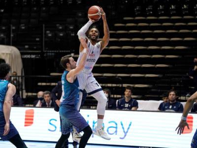 Basket: 25a giornata di Serie A 2021 da brividi. Trento rimonta Venezia, un mostruoso Banks decisivo per la Fortitudo. Ok Brindisi