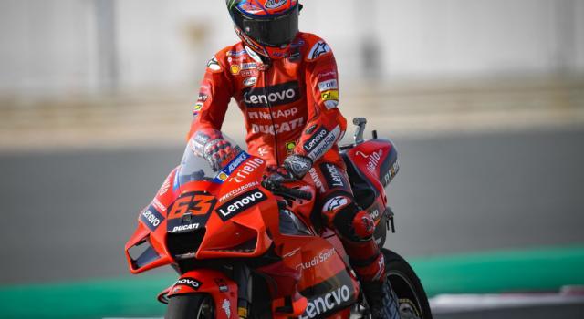 MotoGP, cosa è successo a Francesco Bagnaia? Prima la caduta, poi un pasticcio con le gomme