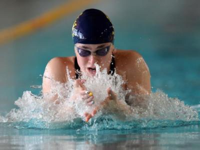 Nuoto, Martina Carraro stampa il record italiano! Battute Pilato e Castiglioni in un 100 rana stellare!