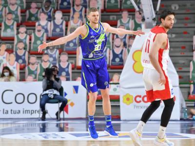 Basket, la Dinamo Sassari già eliminata batte il Bamberg nell'ultima partita di Champions League