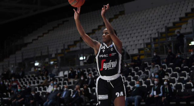Basket femminile: Virtus Bologna in semifinale, battuto il Geas in gara-3 dei quarti di Serie A1