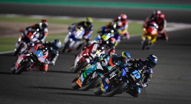 LIVE Moto2, GP Portogallo in DIRETTA: Joe Roberts domina la scena a Portimao su Fernandez e Canet, Bezzecchi 5°