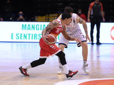 Basket: di nuovo respinto il ricorso Fortitudo Bologna, restano a Pesaro i due punti dopo il caso Robinson