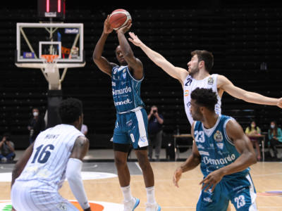 Basket, Serie A 2021: retrocede Cantù, vincono Sassari e Venezia. Trieste si qualifica ai playoff