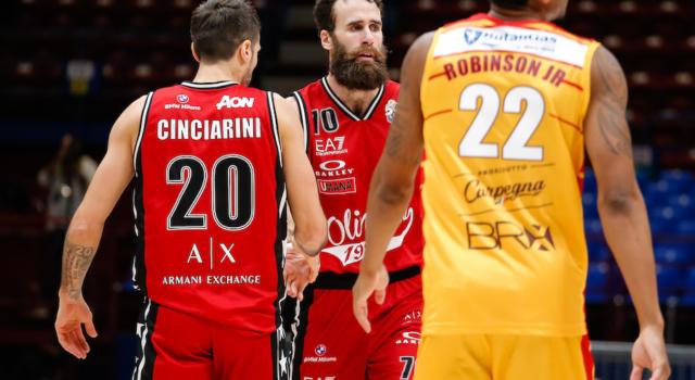LIVE Pesaro-Olimpia Milano 81-88, Serie A basket in DIRETTA: LeDay e Micov chiudono la rimonta, Milano espugna Pesaro e allunga in vetta