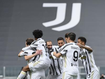 Calcio, tris della Juventus contro il Genoa, il Napoli espugna Marassi nel 30° turno
