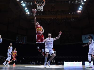 Basket: sospesa l'omologazione di Fortitudo Bologna-Pesaro per il caso Robinson, inammissibile il ricorso di Cantù